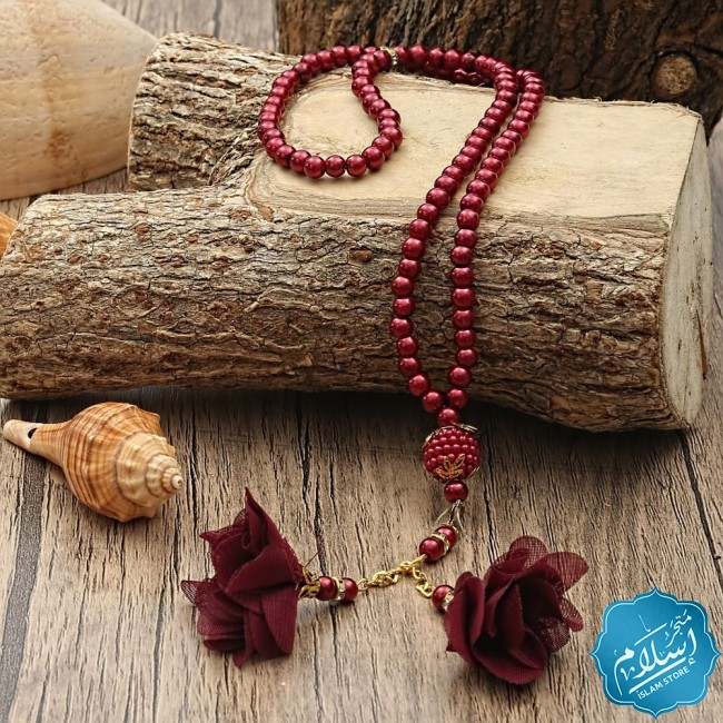 Islamic gift set for occasions red color,the Holy Quraan and a prayer rug