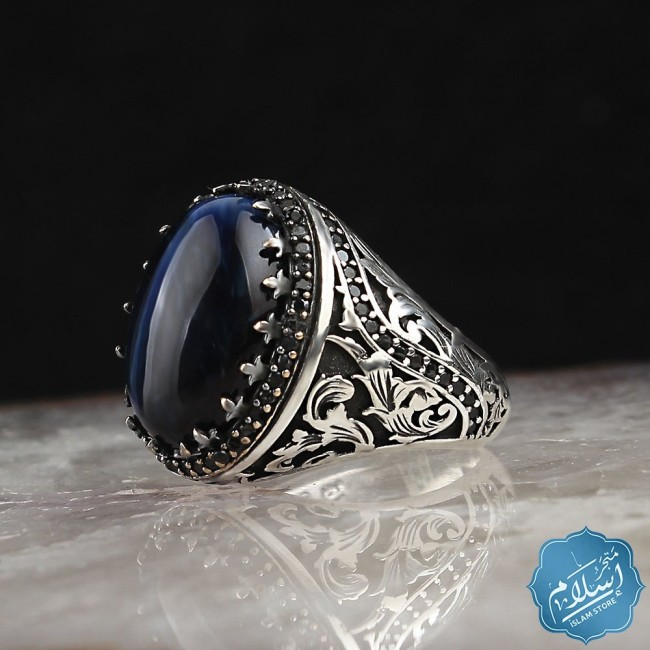 Silver ring with blue tiger eye motif